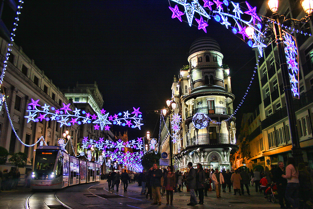 seville_city_at_christmas_night_6570969587