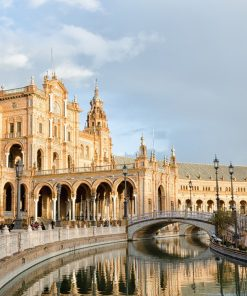 Learn Spanish as you learn about the history of Seville.