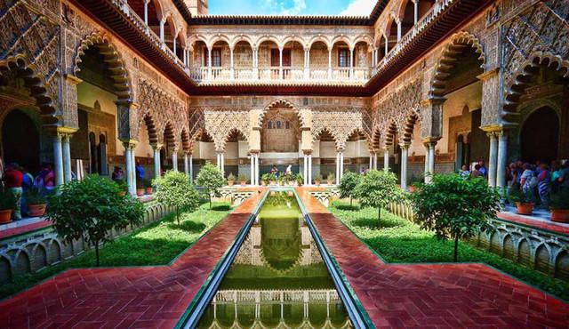 visit Seville cathedral and alcazar