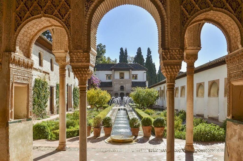 bespoke tour of Alhambra