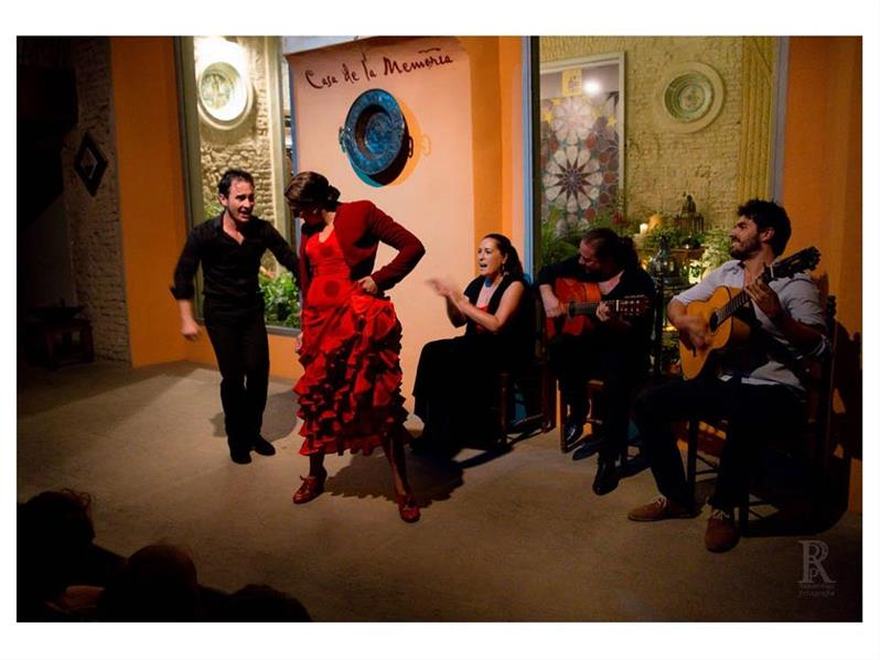 flamenco and tapas tour on couples retreat in Spain