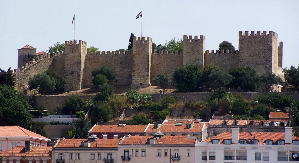 Experience a luxury guided tour in Lisbon