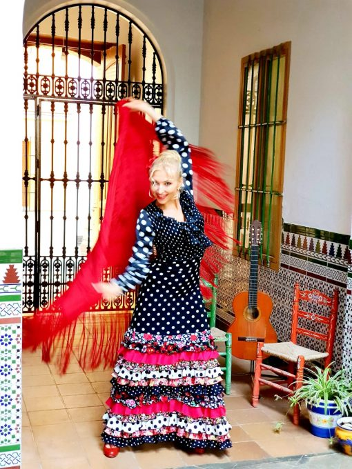 Fun flamenco class online with professional teacher